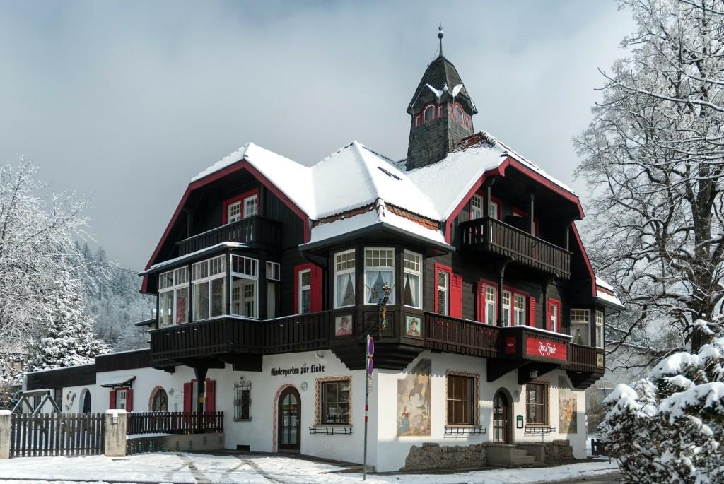 innsbruck-111596_1920